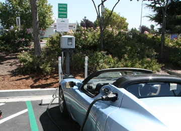 SolarCity Installs Electric Car Chargers Along Cal Highway